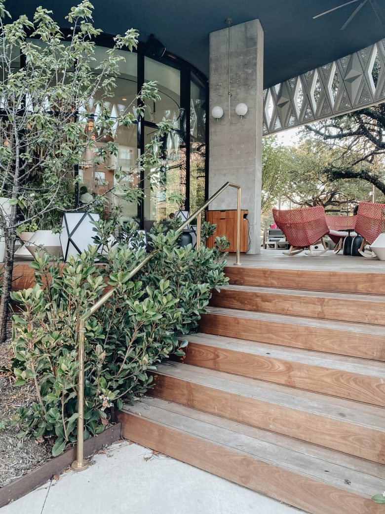 Sharing our itinerary for our Dallas Summer staycation including where to stay & where to eat in the Dallas Design district.