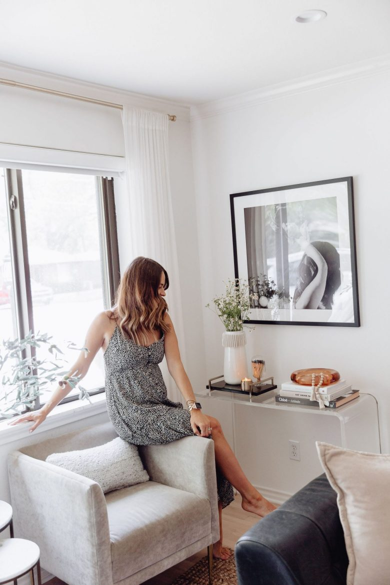 Sharing a spring console refresh to help inspire you on how to update a space or piece of furniture without breaking the bank.