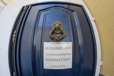 Puerta de acceso al Alojamiento Manhattan