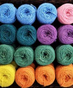 gefärbte Naturwolle