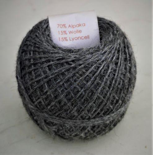 graue Sockenwolle