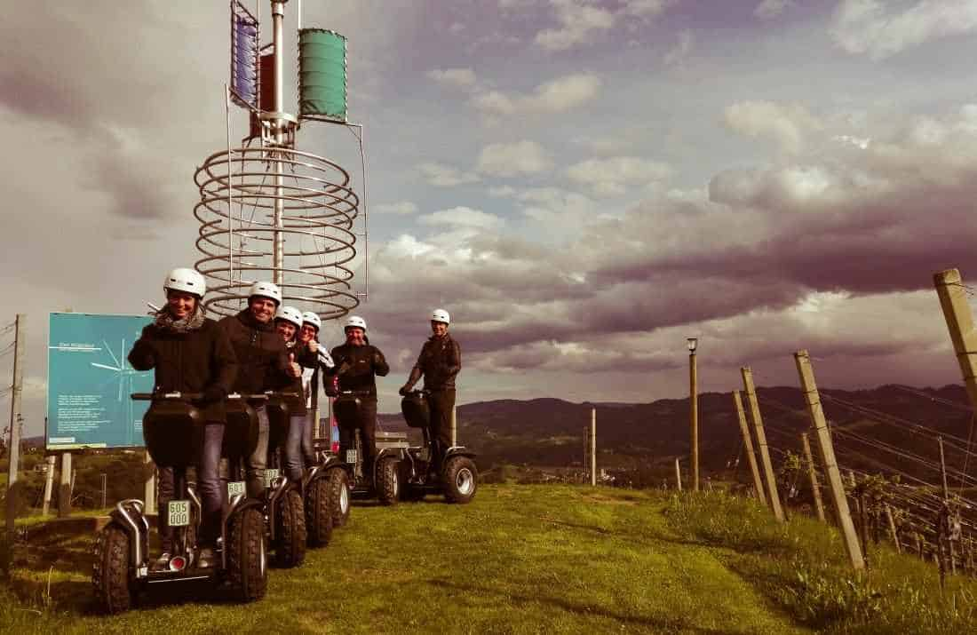 Offroad Segway Fahrer an moderner Klapotetz beim Weingut Reiterer in Leutschach