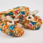 chaussons tricoté à la main plutôt ocre