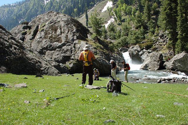 Trekking in Aru valley