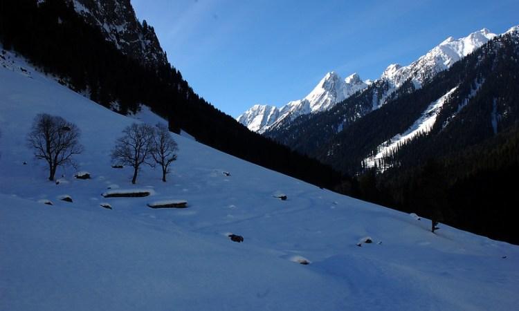 snow trips in Kashmir
