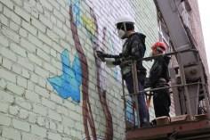 Разрисовка фасада альпинистами