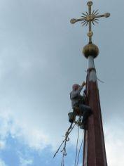 Реставрация памятников и храмов альпинистами