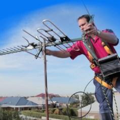 Установка антенны на дом альпинистами