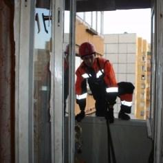 Открыть квартиру через окно