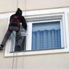 Открыть квартиру через окно альпинистами
