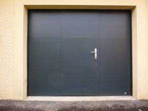 Porte-de-garage-basculante-isolée-avec portillon