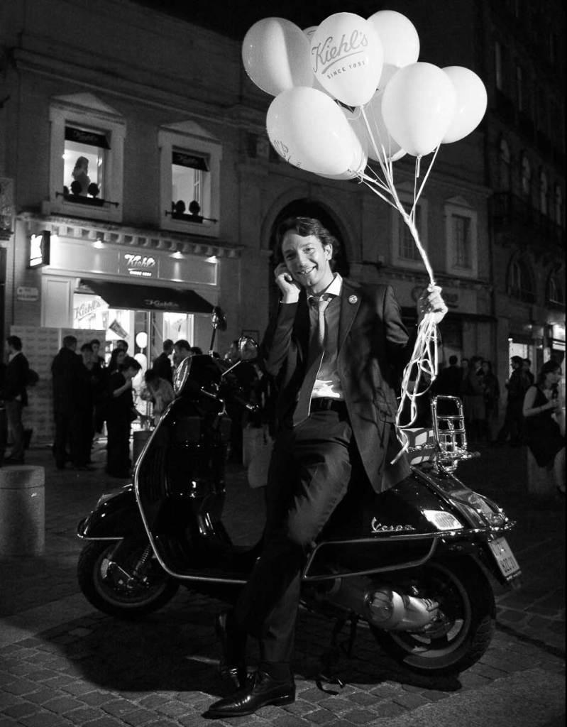 portrait scooter noir et blanc alpix photo