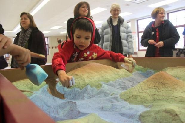 De caja de arena a mesa topográfica interactiva – La Cartoteca