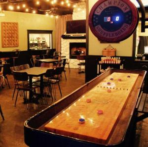 Chicago Shuffleboard Bars Leagues And Tournaments Bevver - Chicago-Shuffleboard-Bars-Leagues-And-Tournaments-Bevver