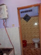 28-kamar-mandi-dalam-di-kamar-tidur-7