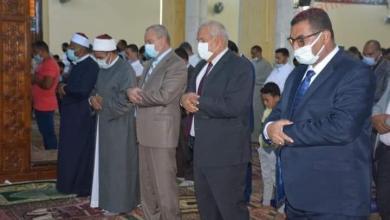 صورة الزملوط أدي صلاة عيد الأضحي المبارك بالمجمع الإسلامي بالخارجة