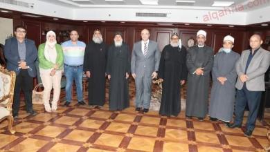 صورة غنيم يتلقى التهنئة من القيادات الكنسية وأعضاء البرلمان وقيادات الأوقاف بالعيد