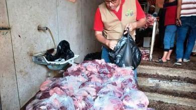 صورة محافظ أسوان : مبادرة الناس لبعضهم توزع 2750 كيلو لحم عجالي و 4500 شنطه مواد غذائية