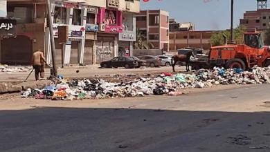 صورة استمرار أعمال النظافة بحى شرق وتكثيف رفع المخلفات للمحافظة على المستوى البيئى