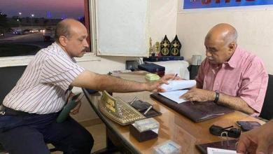 صورة النائب يستقبل طلبات أهالى ١٥ مايو ويستمع لشكواهم لحلها وتذليل العقبات أمامهم