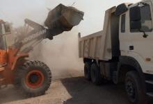 صورة حملة نظافة مكبرة تستهدف شوارع حى المطار بمدينة الأقصر ورفع حوالى 10 طن من المخلفات