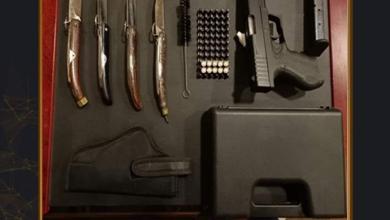 صورة ضبط أحد الأشخاص بالإسكندرية لقيامه بترويج الأسلحة البيضاء ومحدثات الصوت على موقع التواصل الاجتماعى