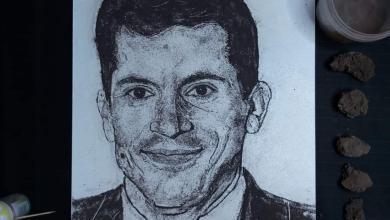 صورة فن الرسم بالتراب… وزير الشباب والرياضة أشرف صبحي