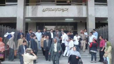 صورة محكمة المحلة الكبرى تقضي بالحبس سنة للمتهم بسرقة حقيبة بالإكراه.