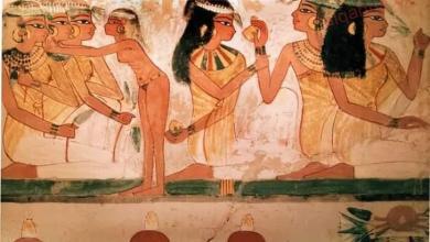 صورة باحث آثري : المرأة المصرية أول من عرفت الزينة ومستحضرات التجميل قديماً