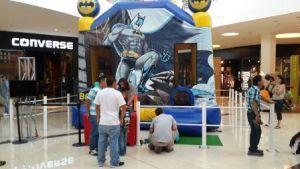 Alquiler Inflable Batman - 5 Largo x 5 de Ancho, 5 Alto. Tiene Tobogan, Obstaculos, Escalador, Tiene aro de Basquet, De 1 a 12 años.