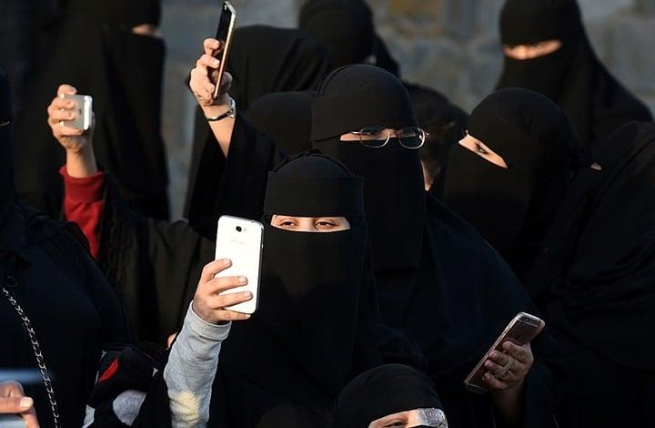 سويسرا تتبنى حظر تغطية الوجه والنقاب بالأماكن العامة