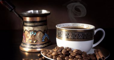 تفسير حلم الميت يعطي قهوة في المنام