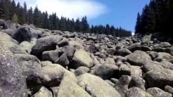 تفسير سقوط الصخور في المنام