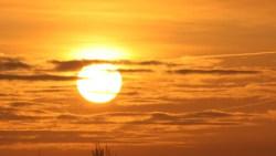 تفسير حلم سقوط الشمس من السماء في المنام