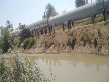 اكثر من 30 وفاة في حادث تصادم قطارين في سوهاج بمصر