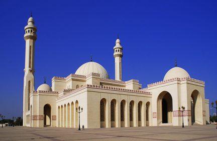 تفسير حلم رؤية الرجل للمرأة في المسجد