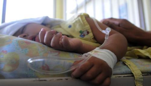 طفل مريض بمستشفى