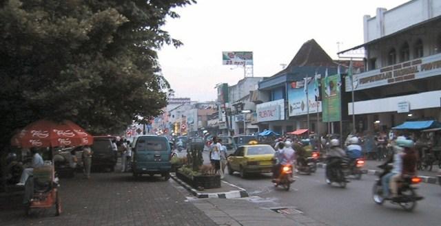 jalan-jalan-malioboro-yogyakarta-credit-wikimedia.com