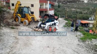 Photo of بلدية السكسكية تزيل مخلفات انهيار حائط الجل الطويل