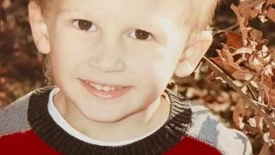 """صورة قبل أيام من موته طفل مصاب بالسرطان يقول لأمه """"سأنتظرك بالجنة""""قبل أيام من موته طفل مصاب بالسرطان يقول لأمه """"سأنتظرك بالجنة"""""""