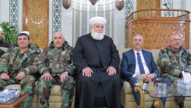 صورة صلى إماماً ببشار الأسد على أنقاض مدينة مُدمّرة.. تعرّف إلى مواقف مفتي دمشق وريفها