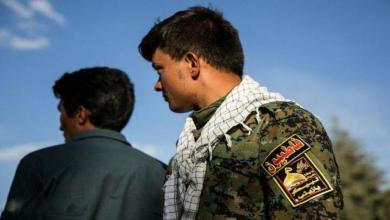 صورة مقتل عنصر من الميليشيات الإيرانية برصاص آخر في البوكمال