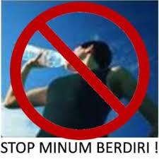 Hikmah Dilarangnya Makan Dan Minum Sambil Berdiri