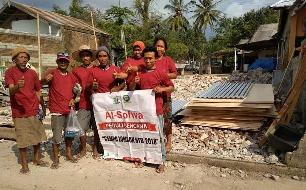 Membuat Hunian Sementara di Dusun Teluk Dalam Kren