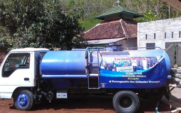 Berbagi Air Bersih di Paranggupito Wonogiri