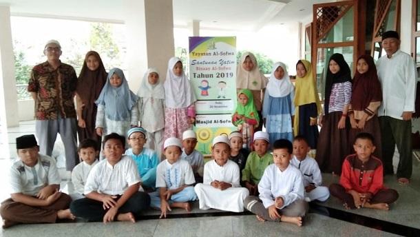 50 Anak Yatim Menerima Santunan Dari Yayasan Al-Sofwa