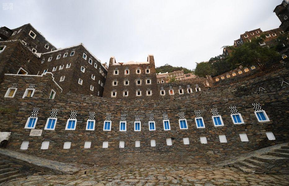 """قرية""""رُجال"""" الترايثة في رجال ألمع تنهي متطلبات الانضمام لقائمة التراث العالمي في اليونسكو"""