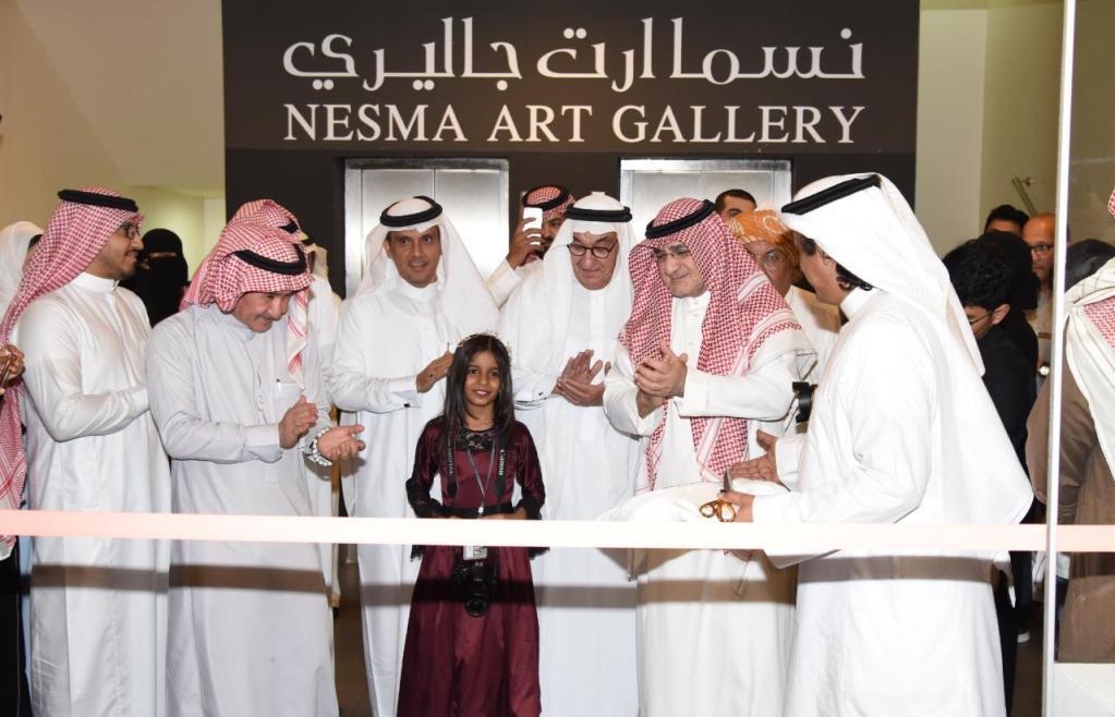 أمين مدينة جدة يفتتح معرض إبداعات 50 فنانة تشكيلية
