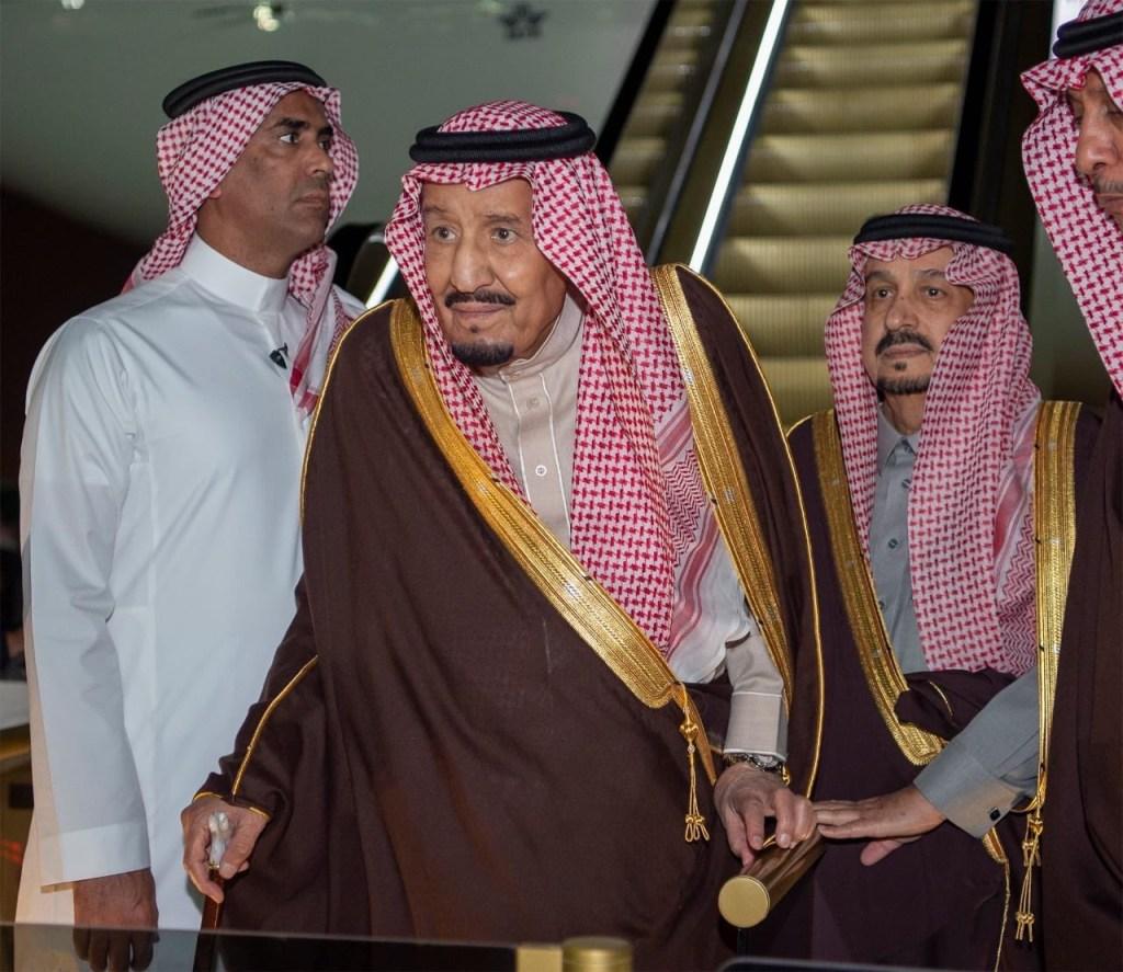 خادم الحرمين الشريفين يصل إلى الرياض قادما من مصر بعد رئاسته وفد المملكة في القمة العربية الأوروبية وزيارته الرسمية