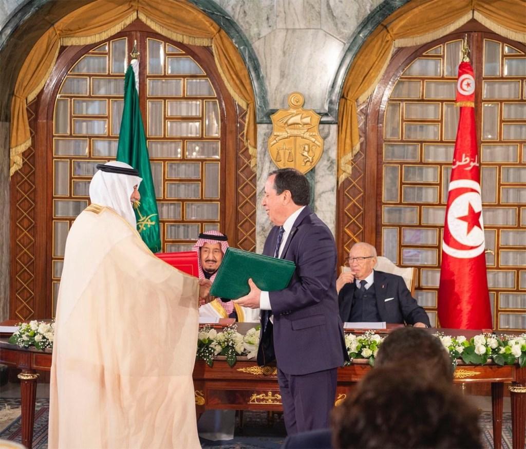 خادم الحرمين الشريفين والرئيس التونسي يشهدان توقيع اتفاقيتين حكوميتين بين البلدين